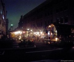 7月12日 劇場は屋内であっても、維新派名物のお祭り空間が出来上がった。