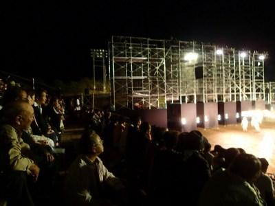 客席は満員御礼で、招待された村民の方で賑わう。
