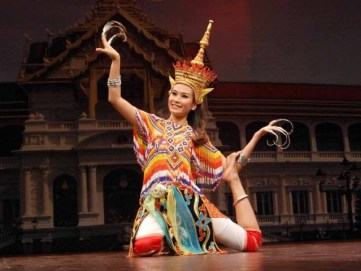 Thai performer present an enchanting performance.