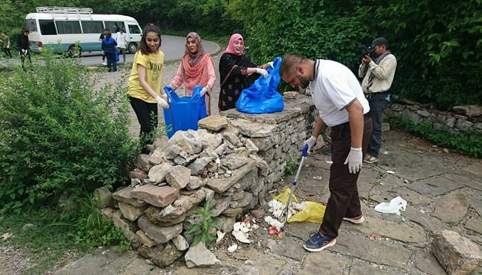 Volunteers pitch in to clean up Margalla Hills hiking trails
