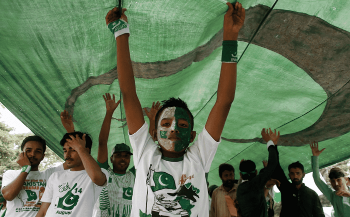 Pakistani people celebrate the Independence Day, in Karachi, Pakistan, 14 August 2017. - EPA