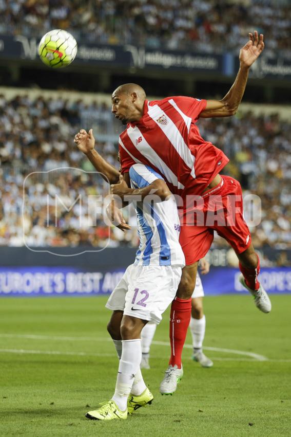 N´zonzi disputa un balón con el jugador malaguista Tissone