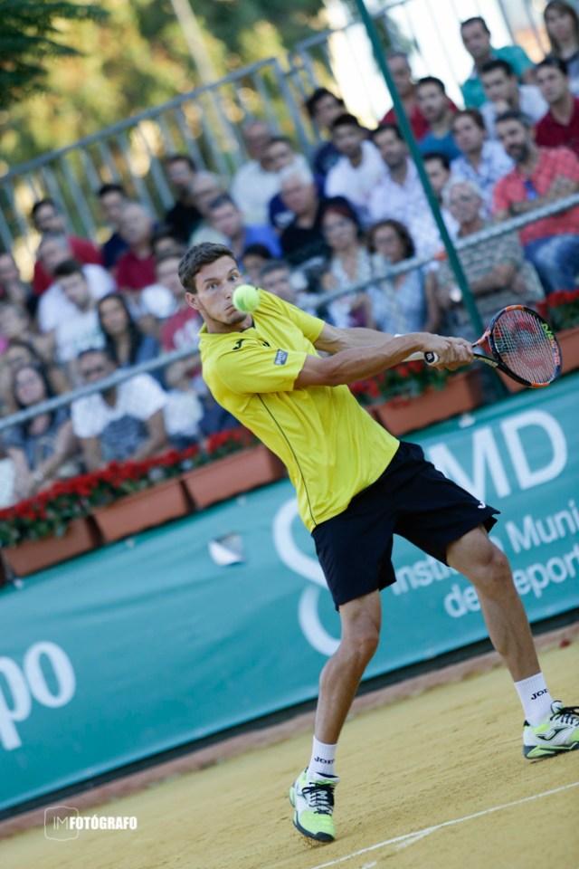 Pablo Carreño mira la bola fijamente antes de darle.