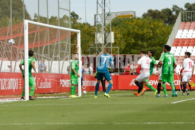 Primer gol del Sevilla FC en el partido.