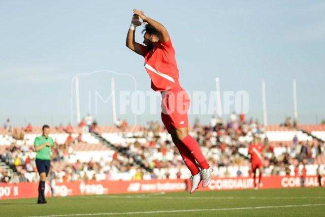 Salto de Ivi para celebrar el 1-0 en el marcador.