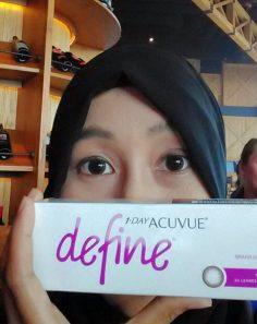 Memakai 1-Day Acuvue Define Vivid Style