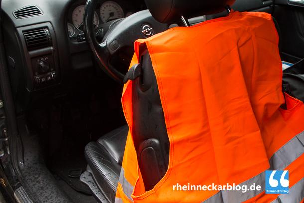 Seit dem 01. Juli sind Wanrwesten im Auto Pflicht.