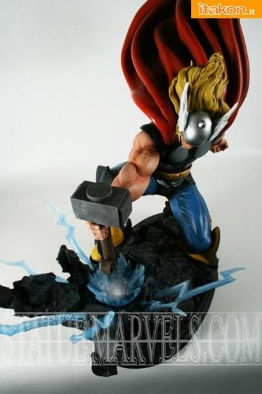 Bowen Designs: Strike Down Thor statue - In Preordine