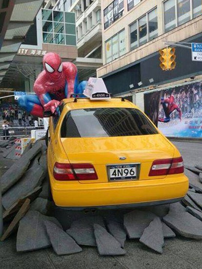 statue-spiderman-giant-the-amazing-spiderman-big