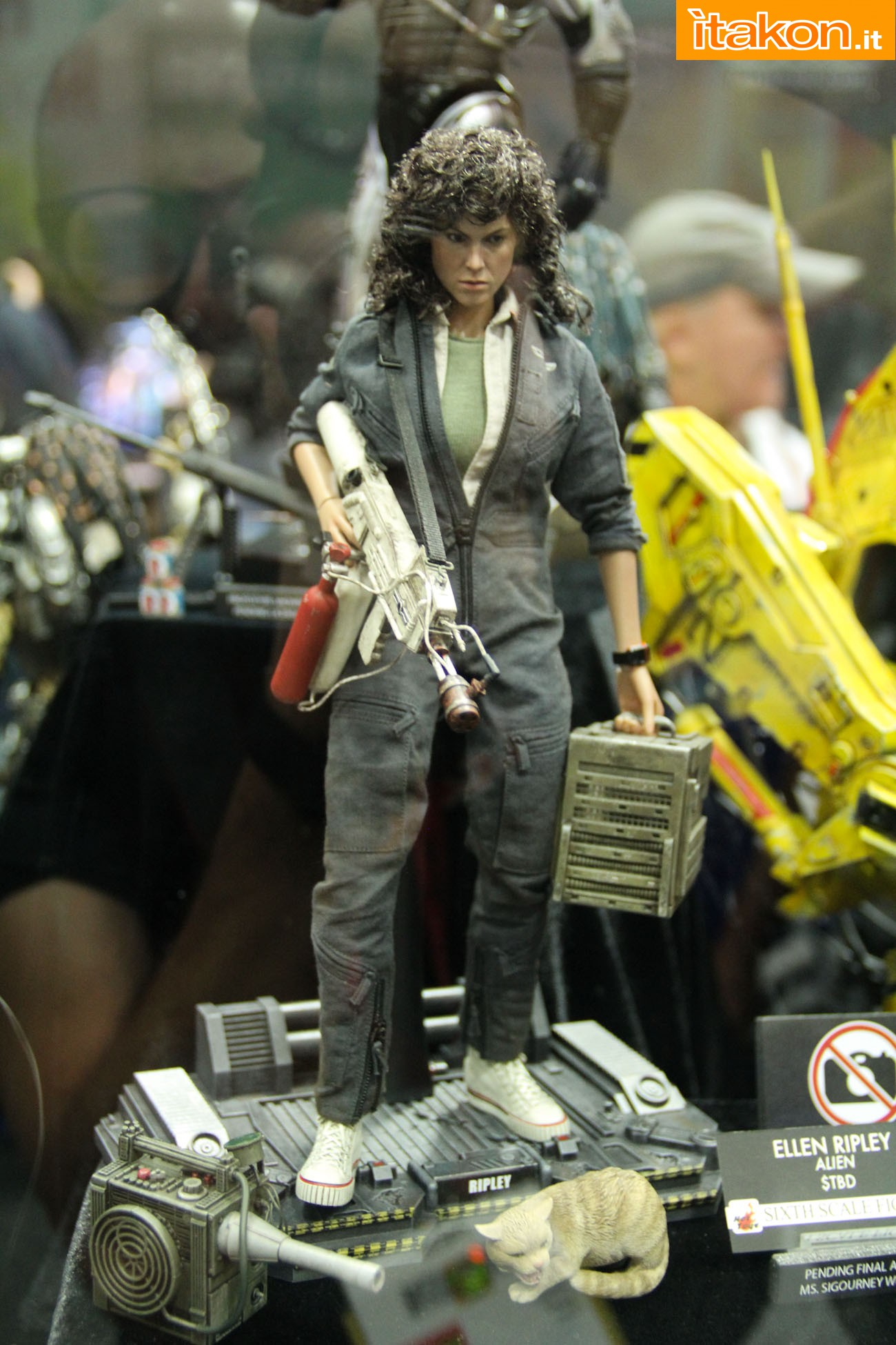 ALIEN - ELLEN RIPLEY (MMS ???) Sdcc2014-hot-toys-booth-37