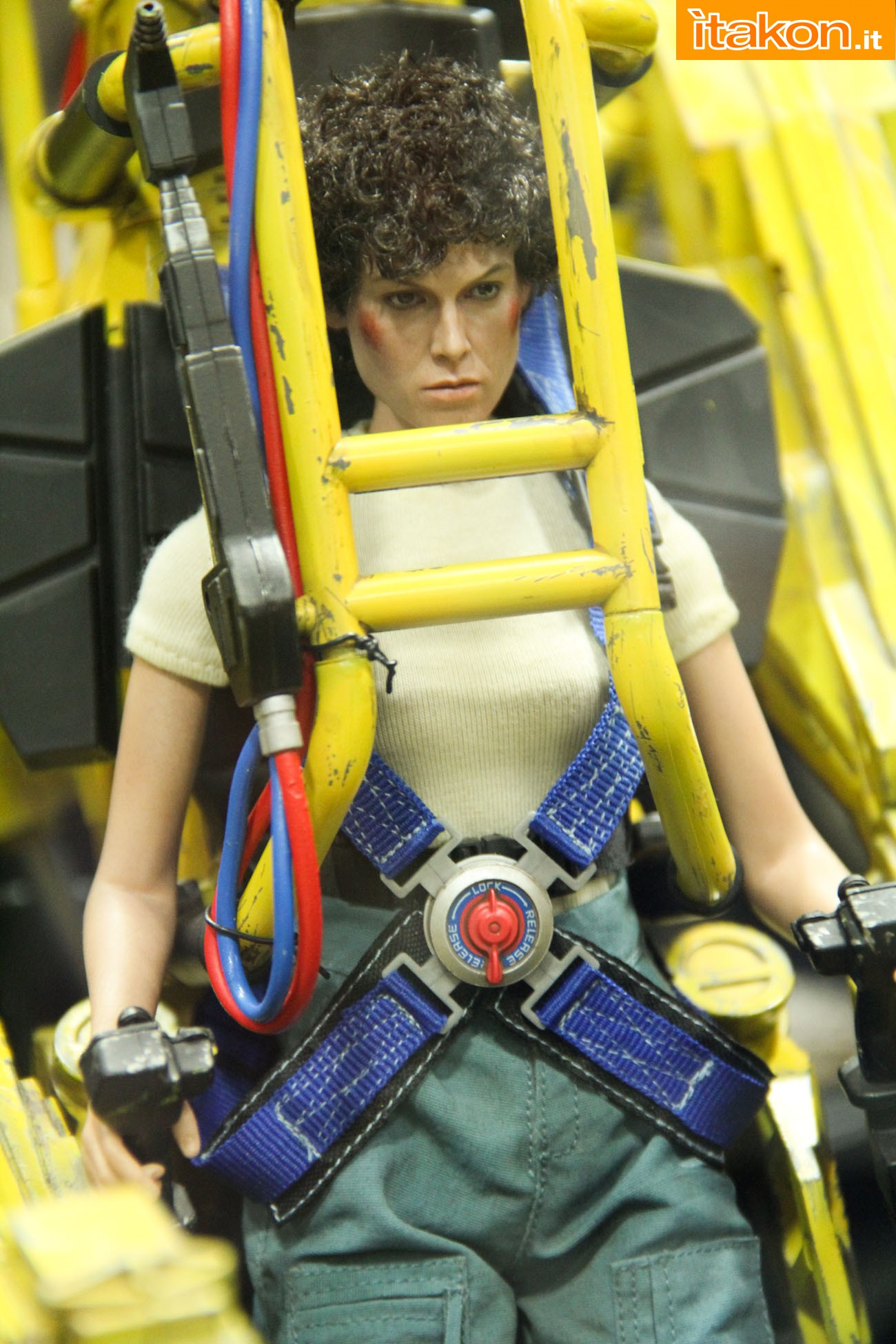 ALIENS - POWER LOADER ELLEN RIPLEY (MMS ???) Sdcc2014-hot-toys-booth-44
