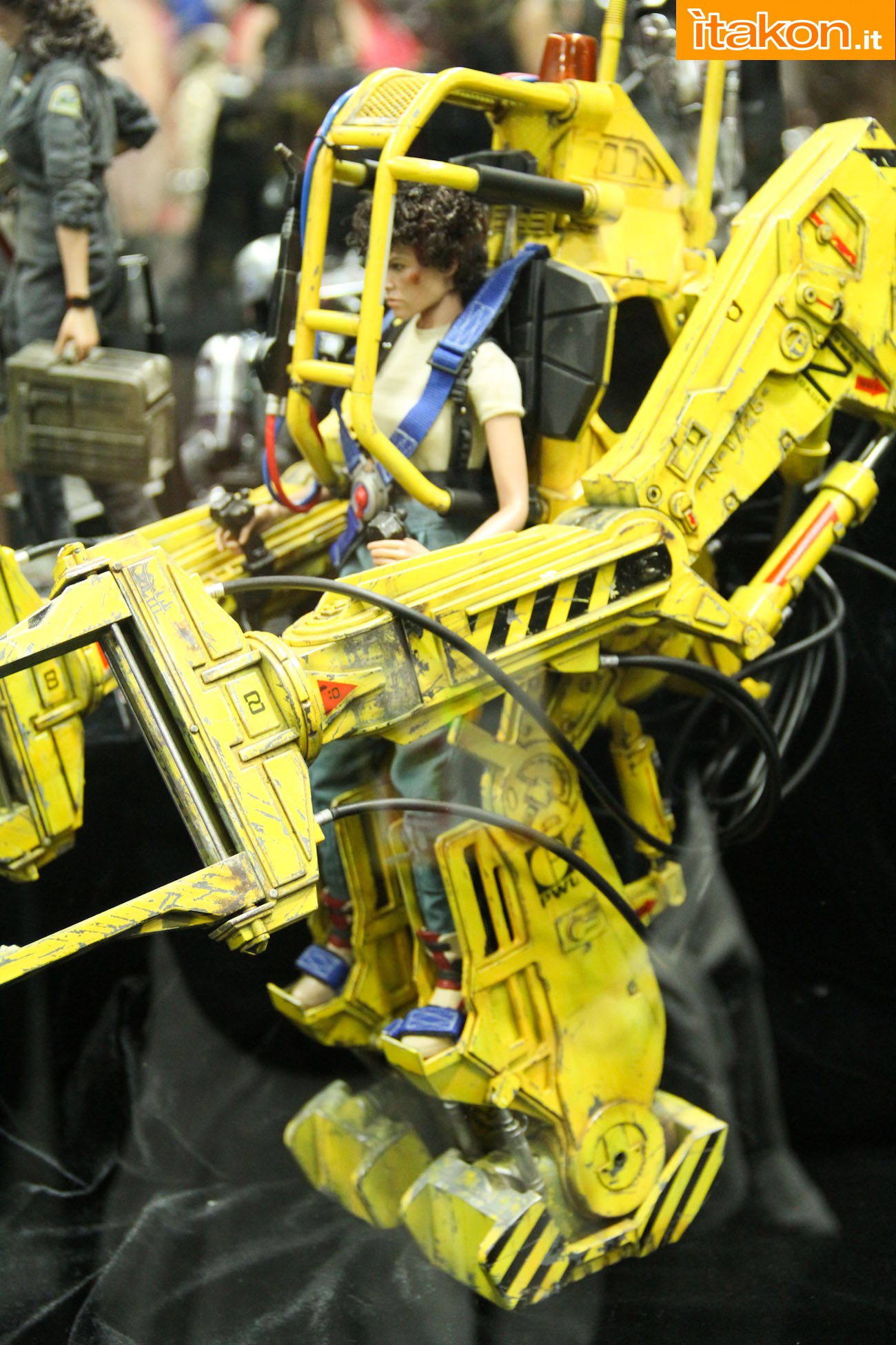 ALIENS - POWER LOADER ELLEN RIPLEY (MMS ???) Sdcc2014-hot-toys-booth-49
