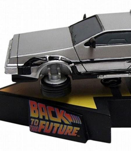 DeLorean - Back To The Future 2 - Premium Motion Statue 20