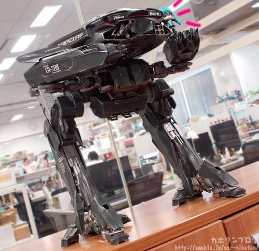 [Threezero] ROBOCOP ED-209 - Página 2 ED-209-Robocop-ThreeZero-photogallery-01
