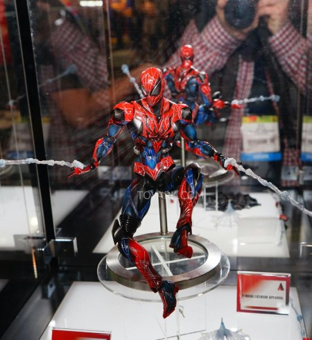 Toy-Fair-2015-Square-Enix-Play-Arts-Kai-Marvel-thumb