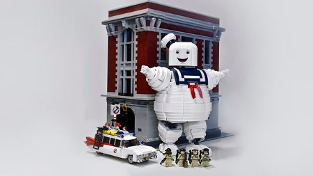 Lego-Ghostbusters-Large-Scale-Stay-Puft-Marshallow-Man-in-Scene