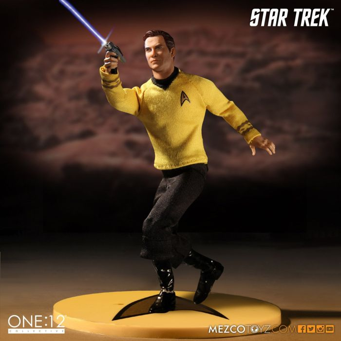 Mezco-Star-Trek-One12-Captain-Kirk-006