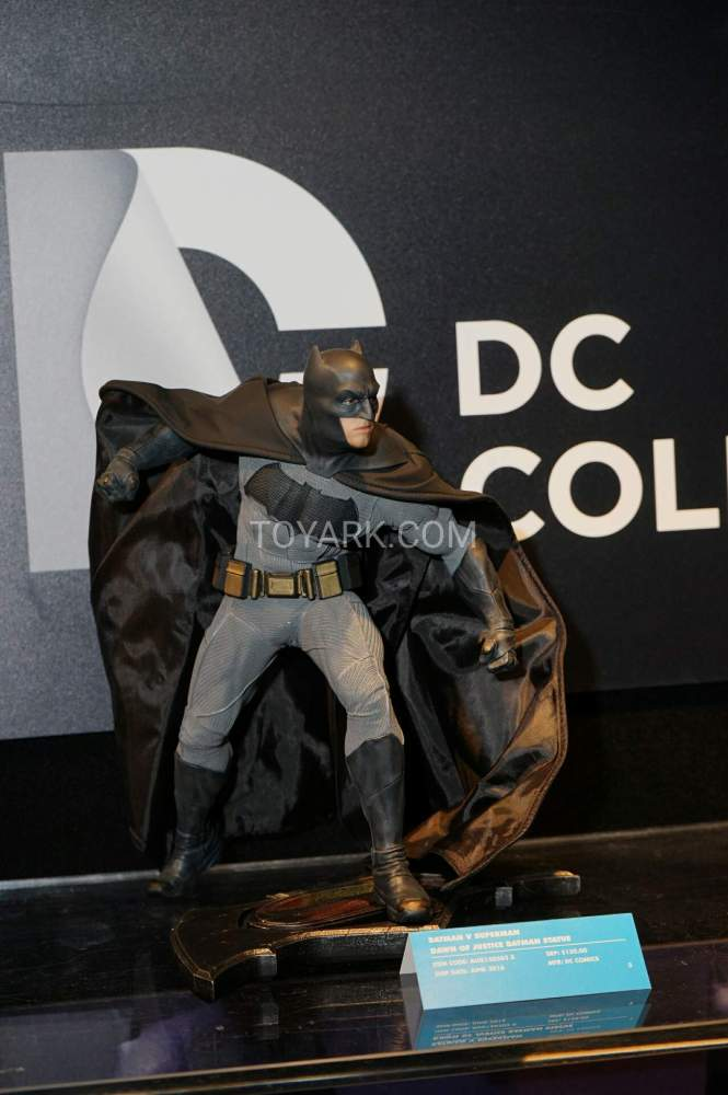 TF-2016-DC-Collectibles-Booth-021