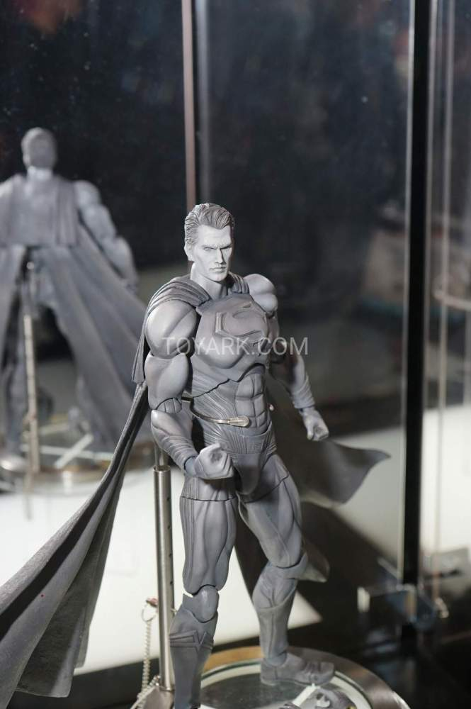 TF-2016-Play-Arts-Kai-DC-003