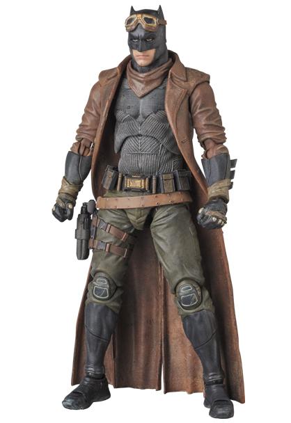 MAFEX-BvS-Knightmare-Batman-004