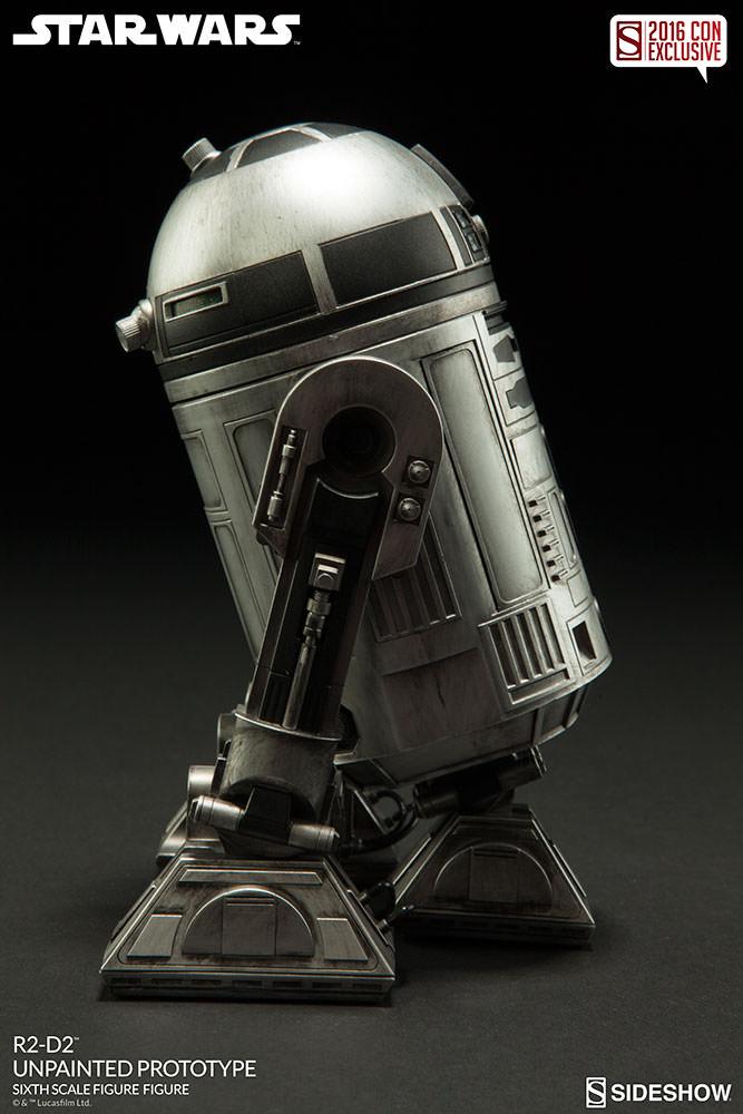 SDCC16-Sideshow-R2-D2-Figure004