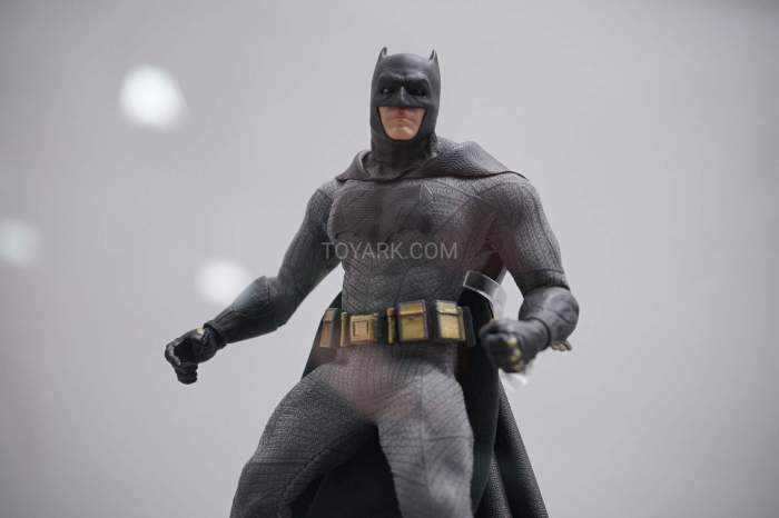 SDCC-2016-Mezco-One12-DC-Comics-038