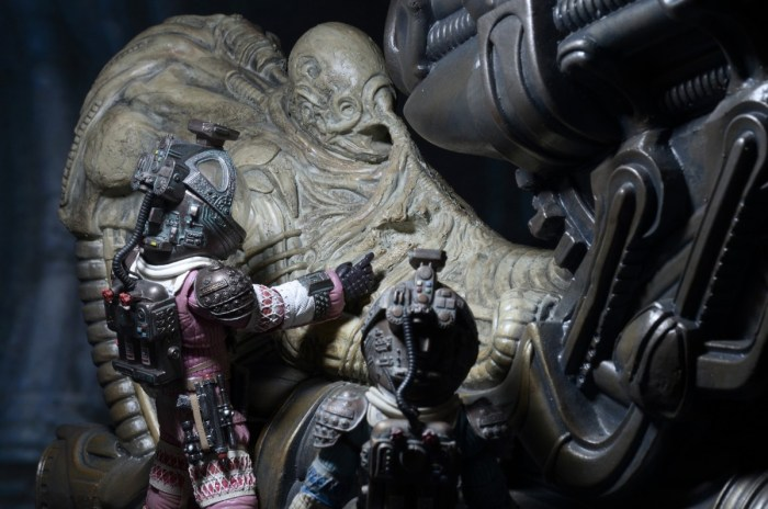NECA-Alien-Foam-Space-Jockey-005