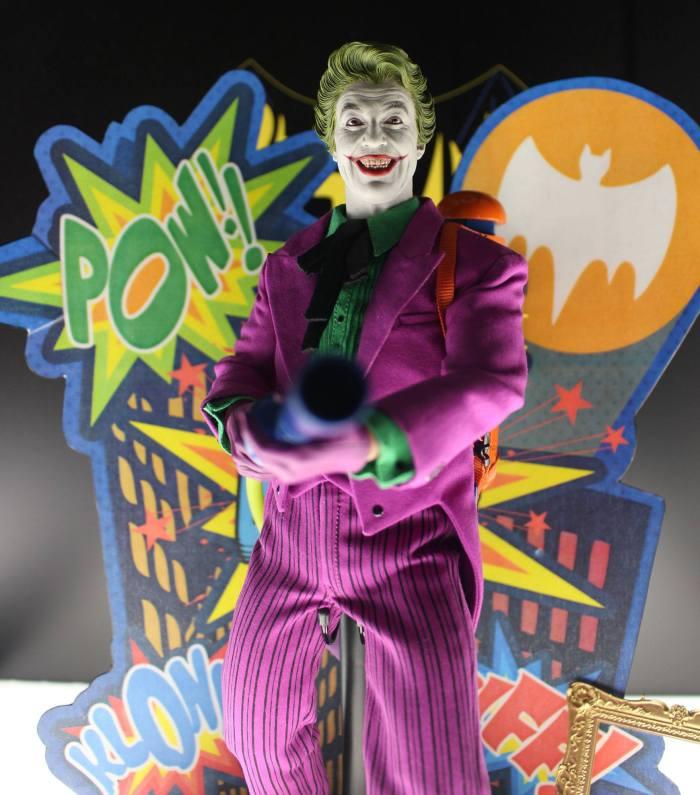 Joker-Classic-TV-Hot-Toys-001