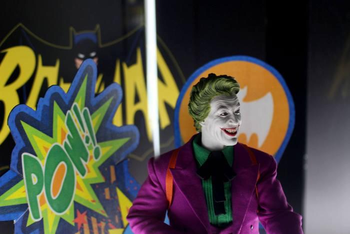 Joker-Classic-TV-Hot-Toys-005