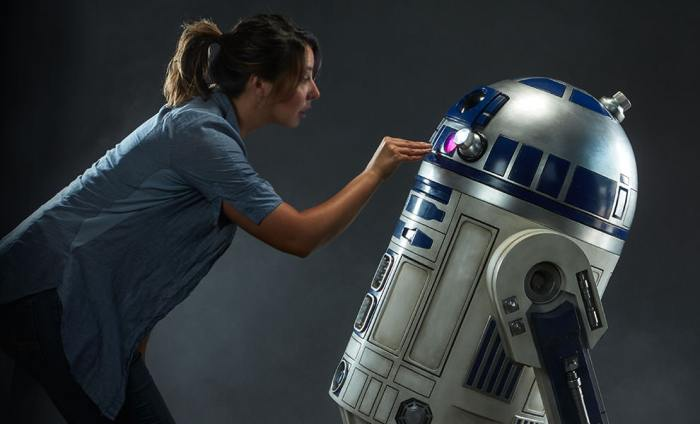 star-wars-r2-d2-life-size-figure-feature-400277