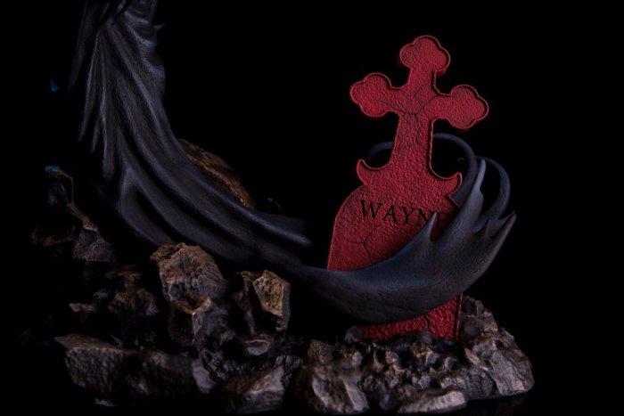 mondo-batman-red-rain-statue-013