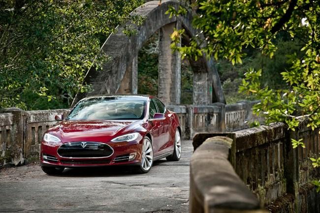Электромобиль Tesla Model S Signature