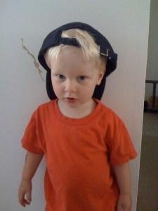 E rockin' the backwards baseball cap