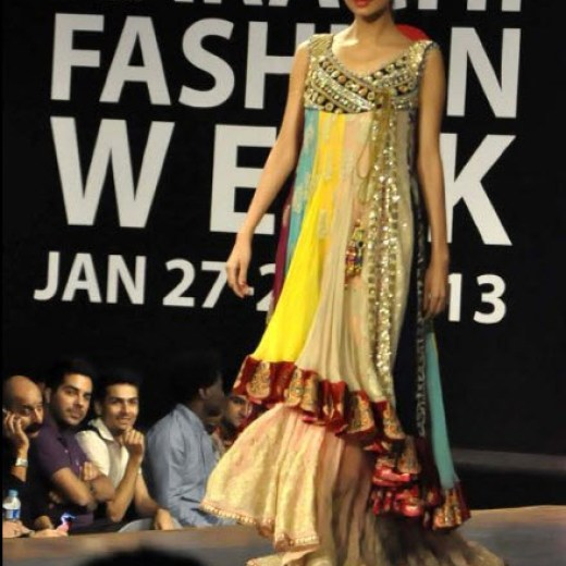 Karachi-Fasion-week-2013-Ramp Walk Model picture