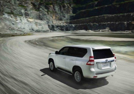 Toyota-2014-LandCruiser-New-shape-pictures