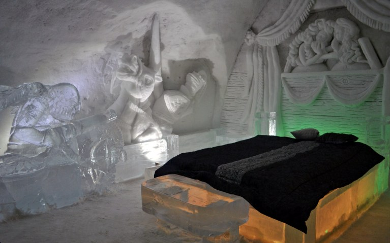 Knighthood Bedroom - Hôtel de Glace :: A Night of Ice in Québec City :: I've Been Bit! A Travel Blog