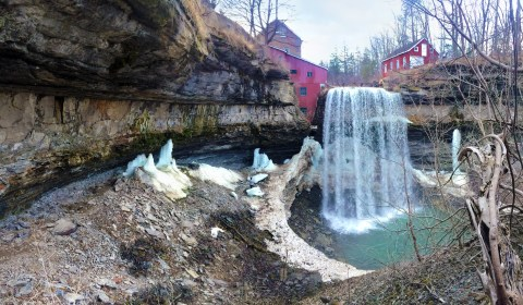 The Upper Falls with the Morningstar Mill in the background.