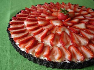 Strawberry no-bake cheesecake with chocolate crust