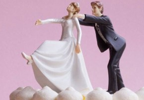 If you're getting married today, we hope your cake doesn't look like one of these.