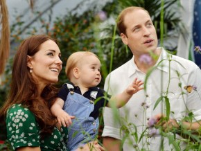 A new thank you card from Prince William and Kate Middleton is released. The entire world gushes.
