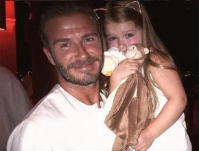 David Beckham gets his hair done by adorable 3-year-old Harper.
