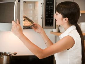 7 things you didn't know you could do in your microwave.