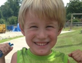 See the t-shirt that got this 4yo boy kicked out of a restaurant.