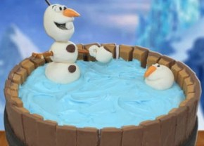 If it's your turn to throw a Frozen party, here are the cakes you need.