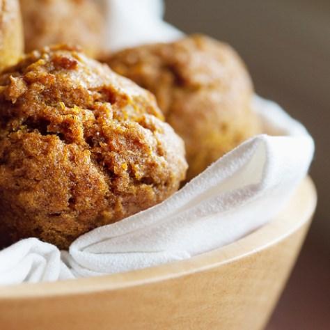 The Ivory Hut: Mini Whole Wheat Pumpkin Muffins