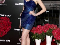 Not really feeling this on Anne Hathaway. This usually classy gal almost looks ( ghast) tacky!!