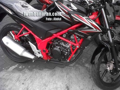CB150R red frame