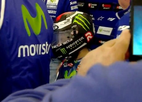 lorenzo-not-at-all-happy-with-his-foggy-hjc-helmet-that-caused-his-poor-race-at-silverstone-99504_1