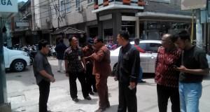 Komisi C DPRD Kota Bandung melakukan inspeksi mendadak terkait pelanggaran keputusan walikota terkait parkir, Jumat (9/12). (jabartoday/eddy koesman)