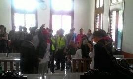 Sidang perdana Dedi Sugarda di Pengadilan Negeri Bandung, Senin (26/9).